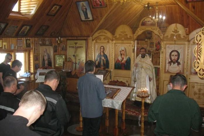 Осужденных исправительной колонии №10 посетил священник, окормляющий учреждение
